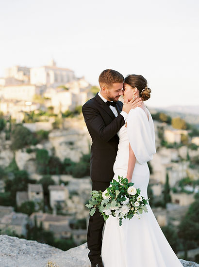 shooting gordes bride groom organic bouquet pronovias rives paris stepan vrzala fine art photography