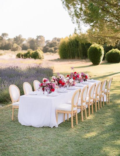 outdoor intimate wedding dinner provence mas de la rose bright colours love & provence