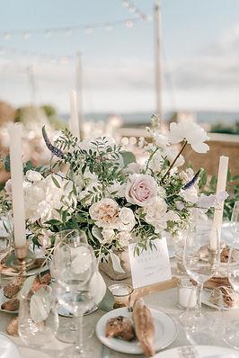 Elegant centerpiece wedding neutral colours Love & Provence