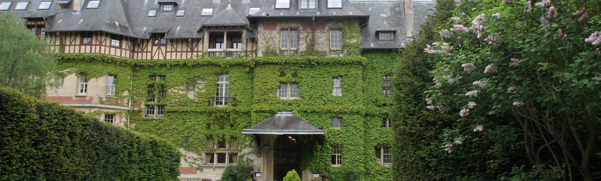 Accommodation for VIPs in Chateaux