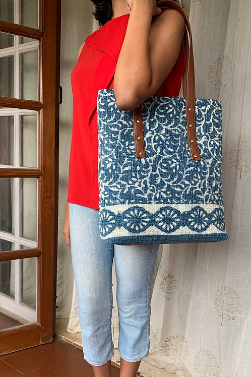 INDIGO FLORAL DHURRIE TOTE
