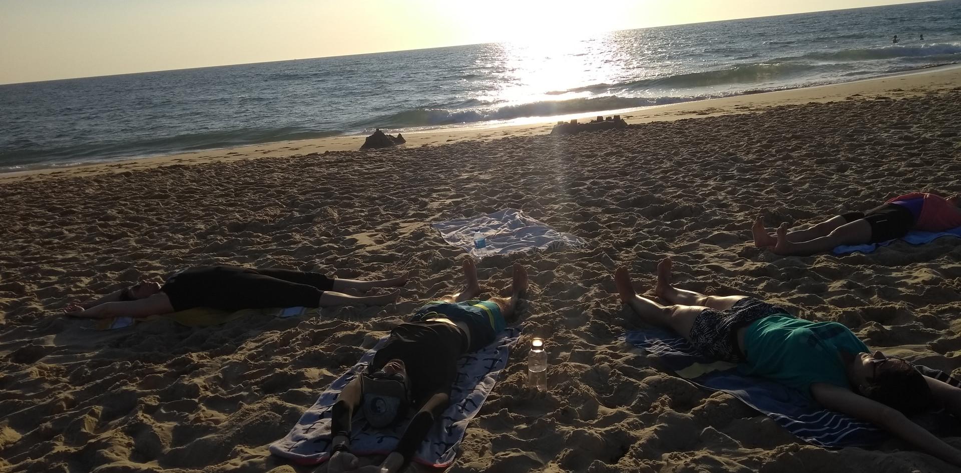 Stretching-relaxation au sunset