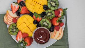 Espetada de fruta e chocolate negro