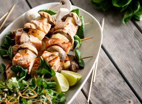 Espetada de salmão com marinada de hortelã (24 Kitchen)