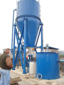 Planta compacta de lechada de cal para tratamiento de aguas servidas