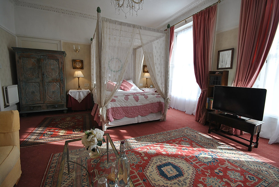 Clementine king room