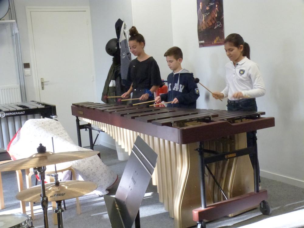 le marimba, composé de lames de bois à la sonorité douce et chaleureuse