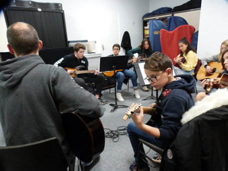 la Formation Musicale avec la guitare