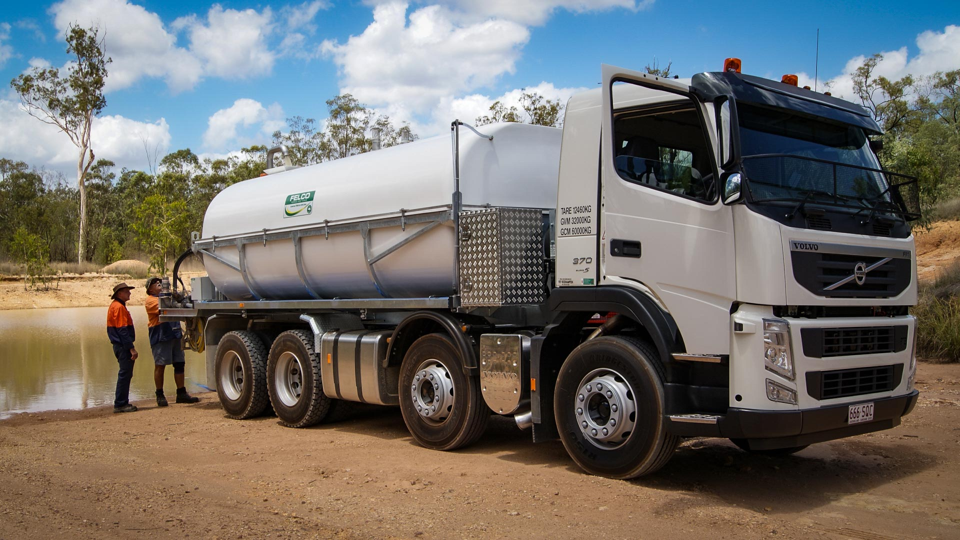 8 Wheeler - 16,000 Litre Capacity with Independant Pumping System