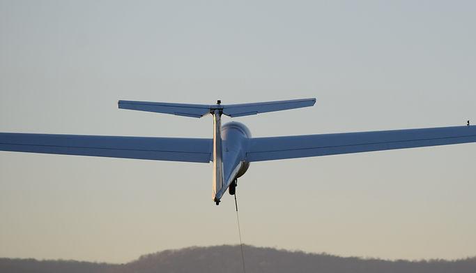 IS-28B2 Twin Lark winch launch