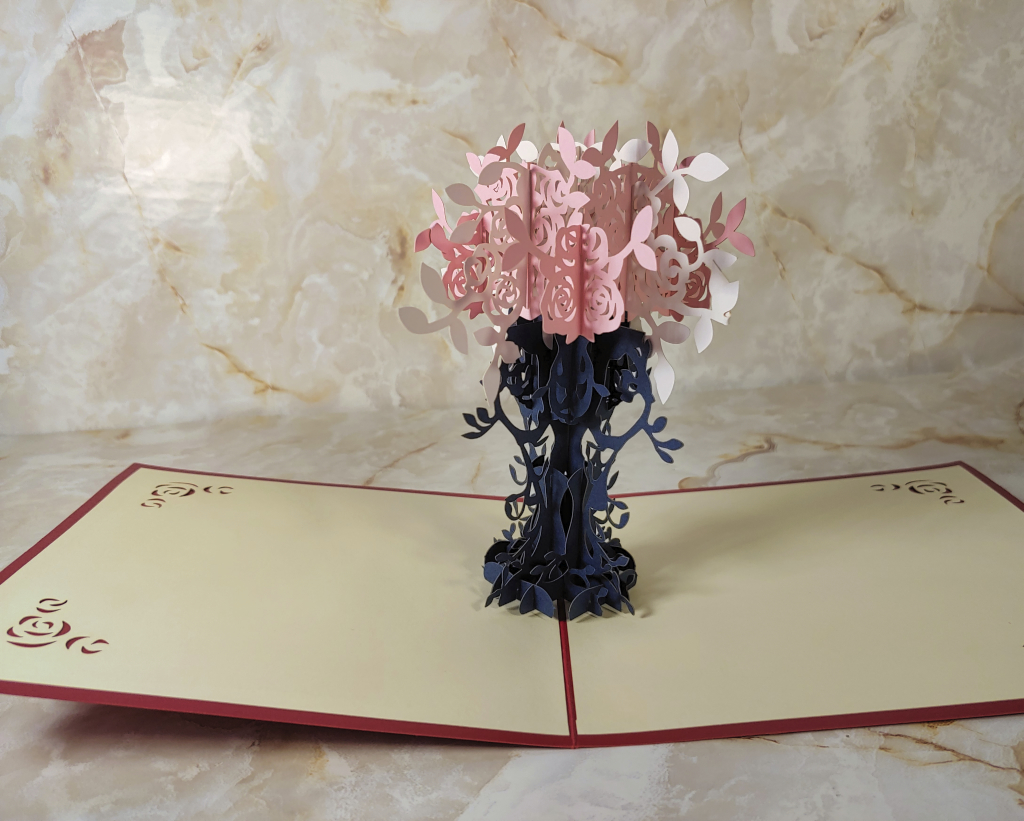 Meihejia 3D Pop up Greeting Cards opens up to reveal a 3D floral bouquet