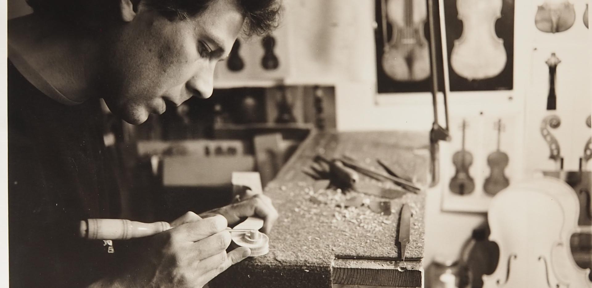 M.De Hoog, luthier rue du Chêne Doré