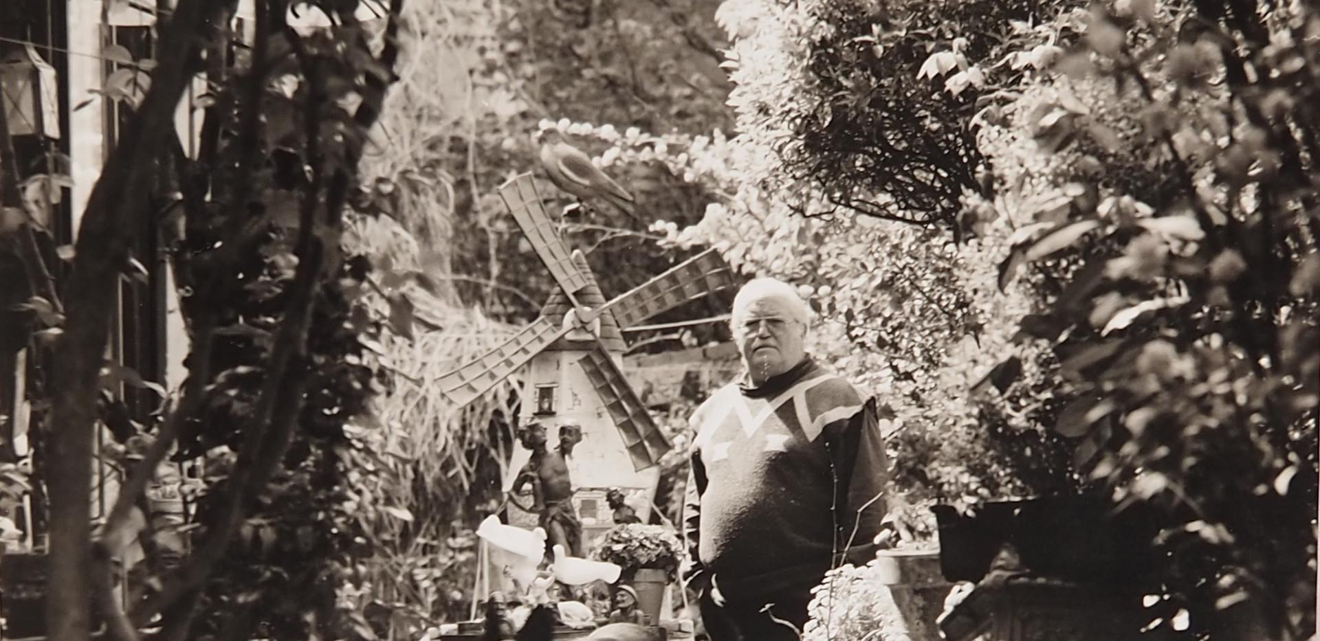 Monsieur Darcillon dans son jardin, rue des Béguines