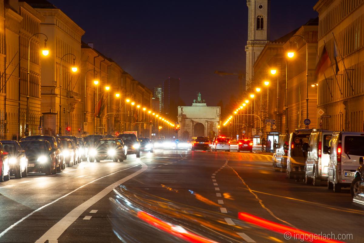 Ludwigstraße mit Siegestor in München _D8N8459