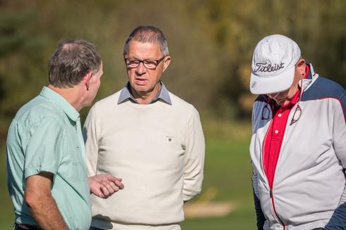 Oha, ernste Golfergespräche...