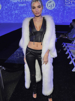 Pia-Mia-attends-the-debut-of-Thomas-Wyld