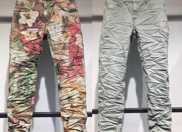 Pantalon en jean réversible vert amande/imprimé fleurs vives