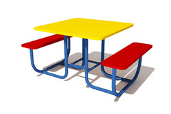 stolik-so-skameykami