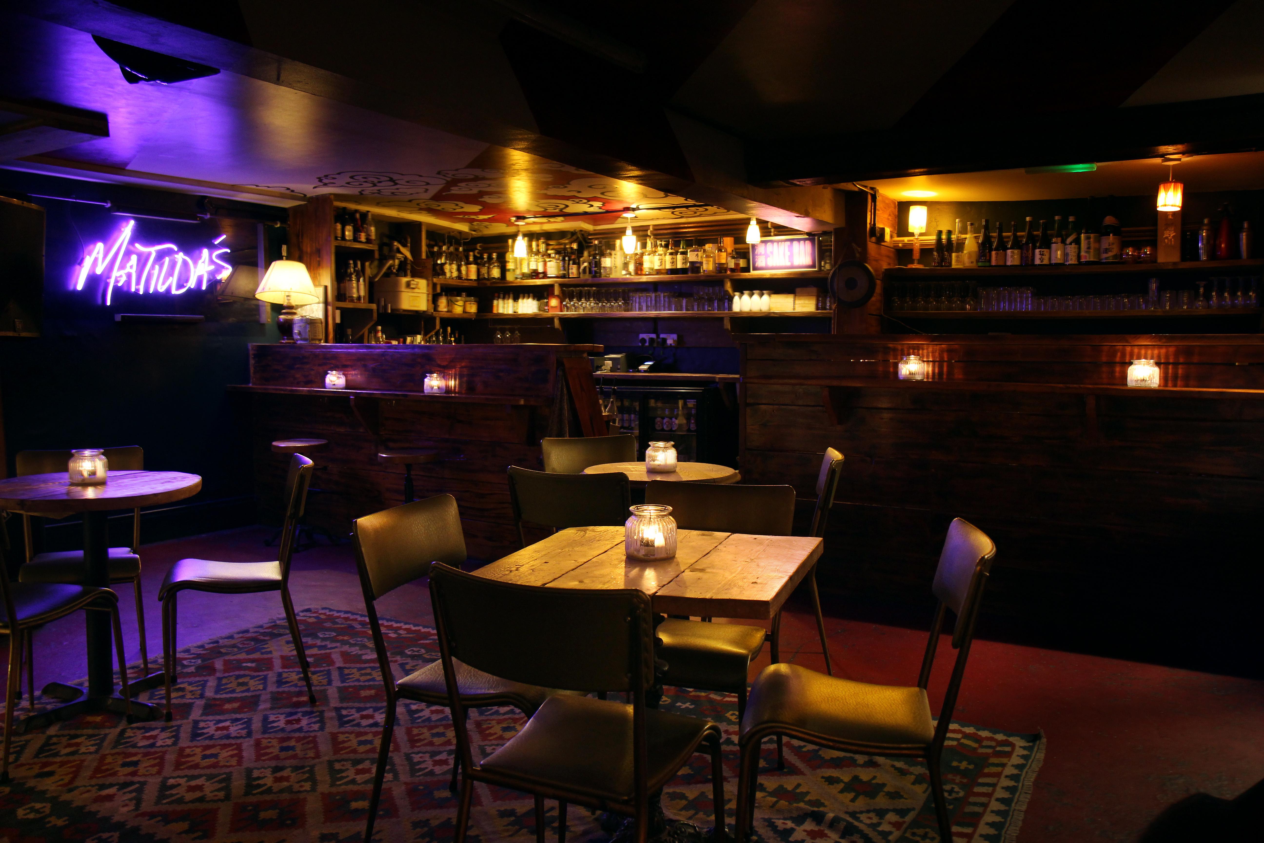 Clapton_Bar_1
