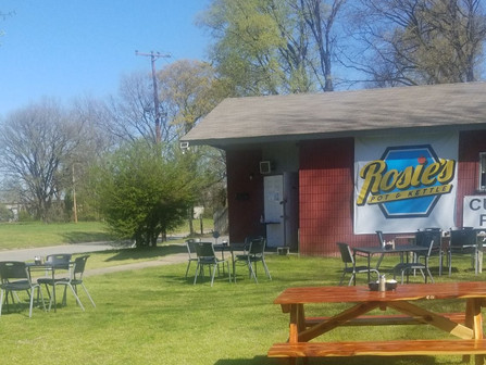 Check out the GREAT outdoor dining at Rosie's Pot and Kettle Café!