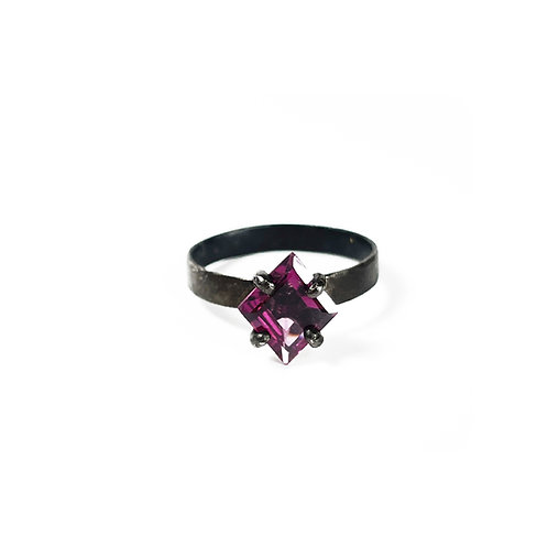 Garnet ring UR138