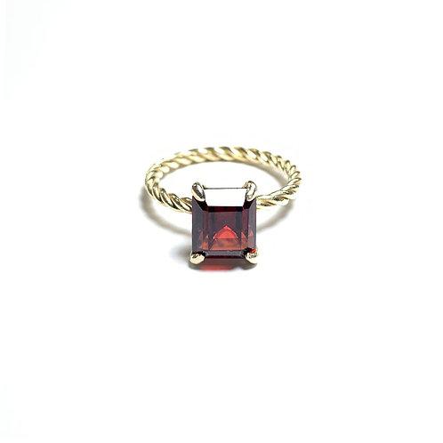 Garnet ring R040