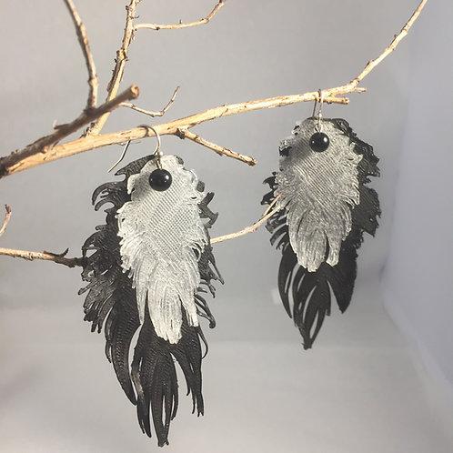 Grandes boucles d'oreilles plumes noires