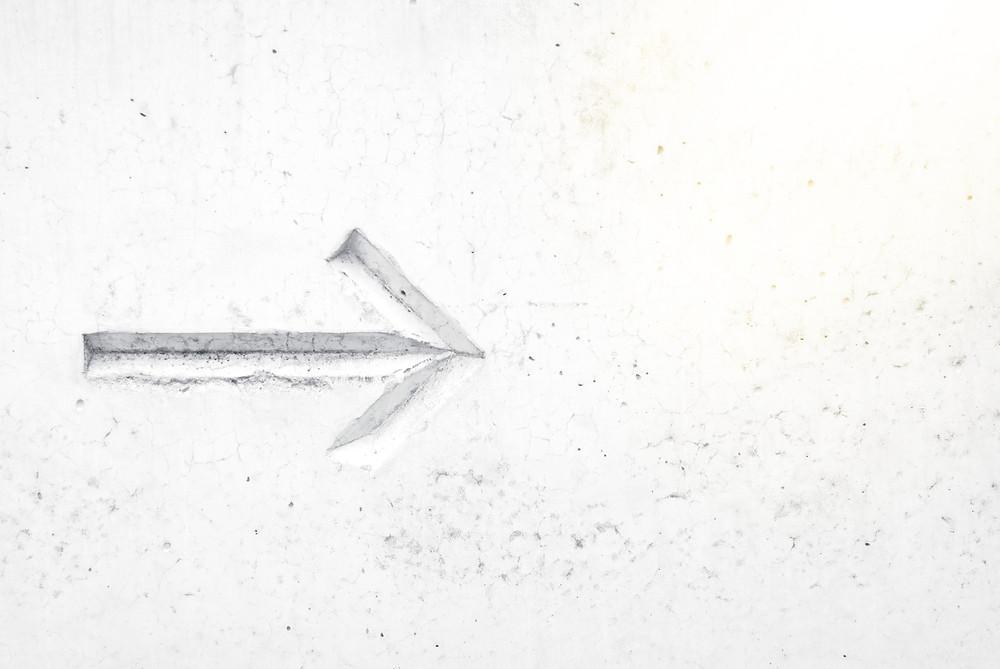 White arrow   Making Good Decisions   www.KirstyMacdonald.co.uk