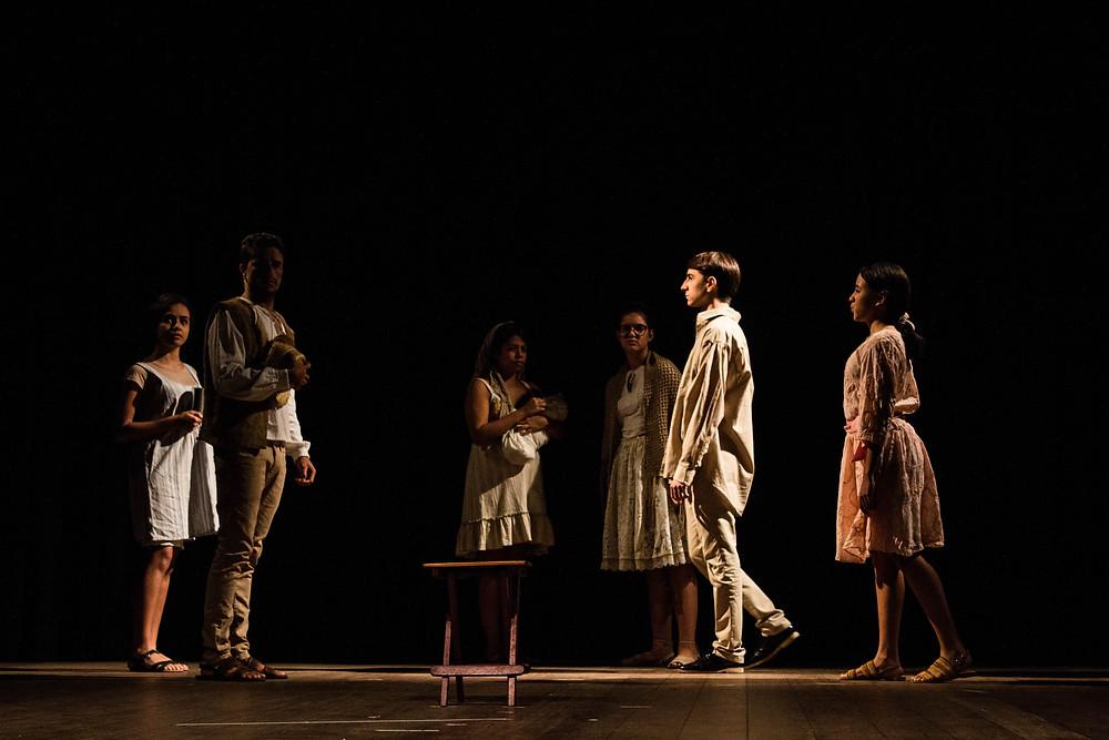 """Espetáculo """"Curral Grande"""", pela turma Juvenil-adulto de Teatro. Direção: Leonam Sandes. Assistente: Kendra Silveira. Foto:Vale Assessoria."""