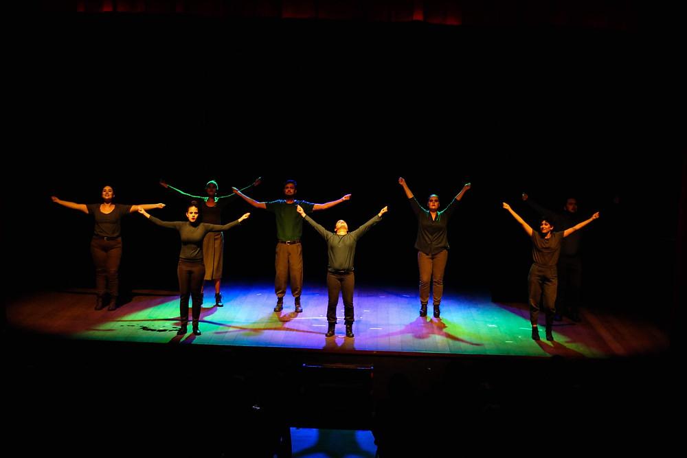 """Espetáculo """"Canto e grito liberdade"""". Direção: Vicente di Paulo. Assistente: Ariel da Mata. Foto:Vale Assessoria."""