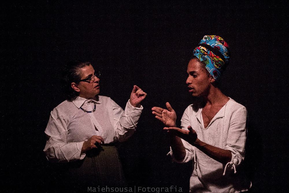 """""""Drama de aluno"""". Em cena: Adriana Amorim e Yarle Ramalho. Foto: Maiehsousa"""