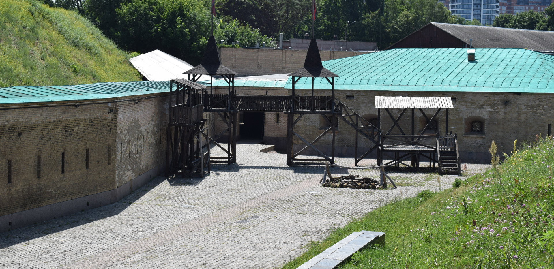 Площа перед Капоніром №2