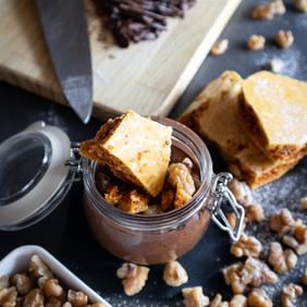 Mousse de Chocolate com Nozes e Favo de Caramelo