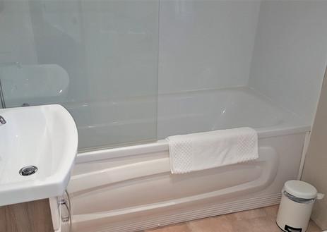 Patricia bathroom 1.jpg
