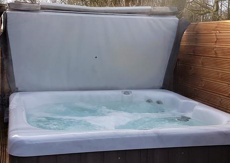 Patricias hot tub 1.jpg