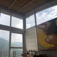 Large windows - Framing views of the adjacent hills