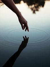 person_touching_body_of_water-scopio-1c9