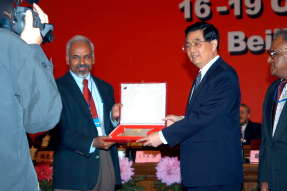 K.R. Sreenivasan receiving the TWAS Medal from H.E. Hu Jintao, Chinese State Leader