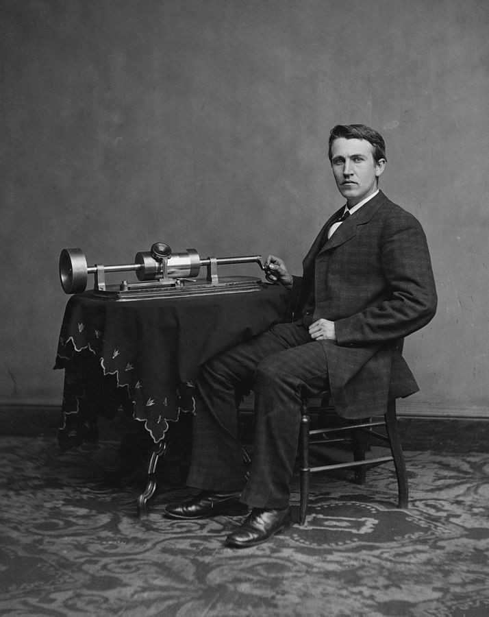 714px-Edison_and_phonograph_edit1.jpg