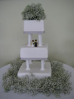 Cake decorated with Gypsophelia