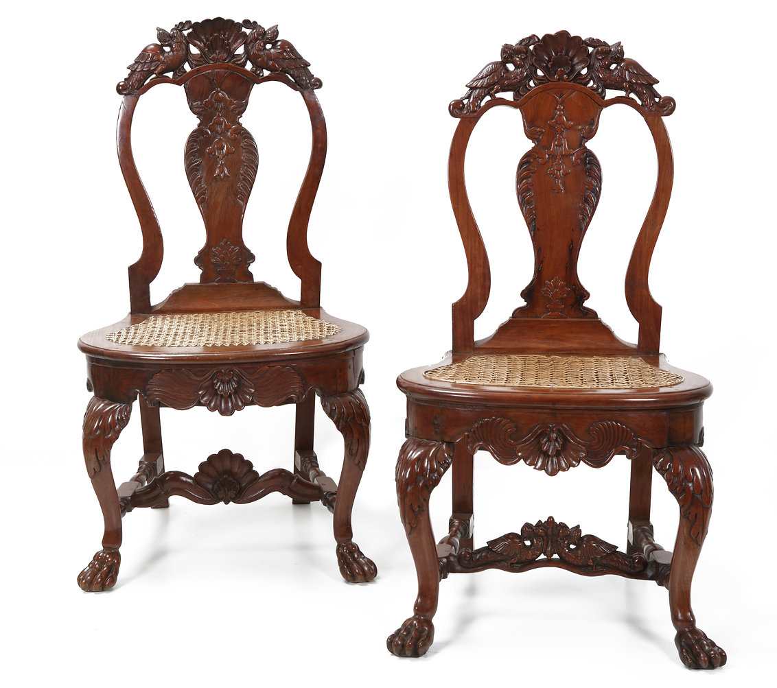 Satijnhouten stoelen.jpg
