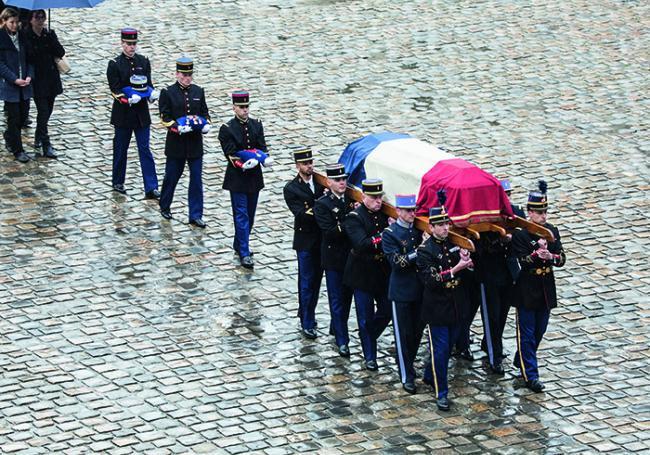 Hommage au gendarme Arnaud Beltrame aux Invalides, le 28 mars. Photo © Caroline Paux/Crowdspark/AFP