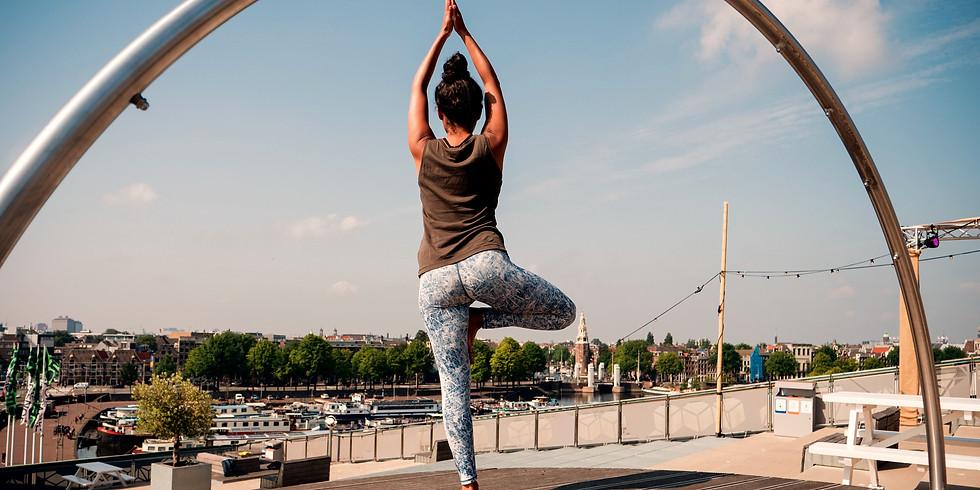 Zomerflow yoga op het dak van NEMO