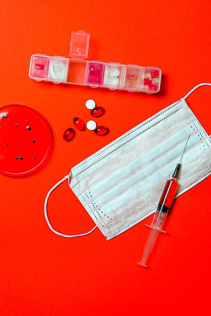 syringe-and-pills-with-petri-dish-378612