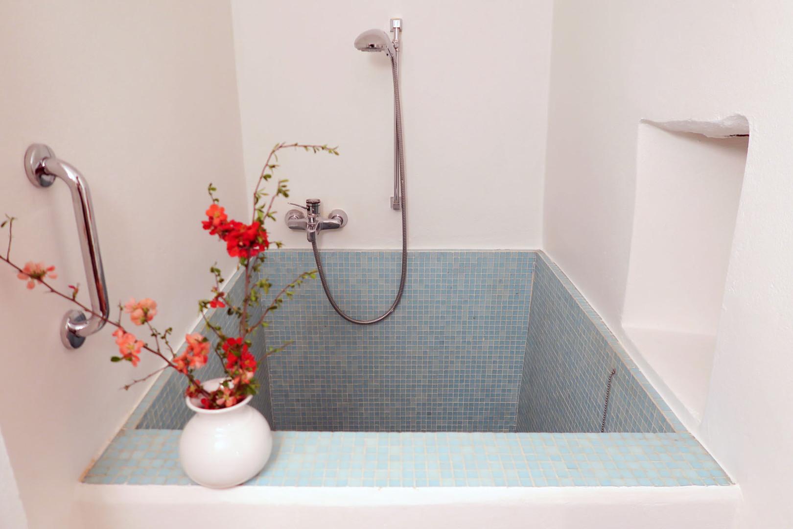 17. vasca sauna appartamento 40mq.jpg
