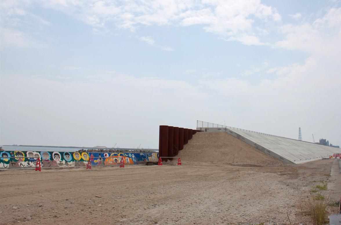The new sea levee at the shore side of Ishinomaki's Minamihama Tsunami Recovery Memorial Park.
