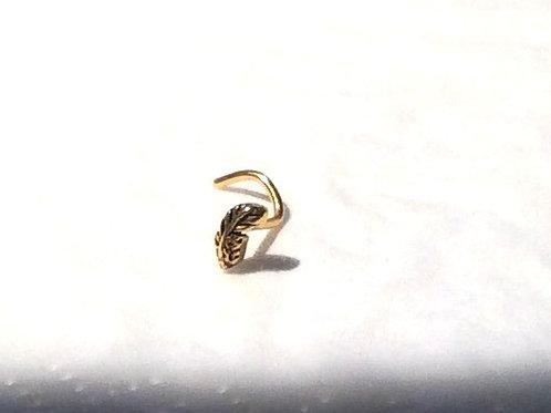 Guldbelagt næsespiral med fjer