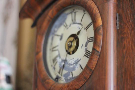 B clock.JPG