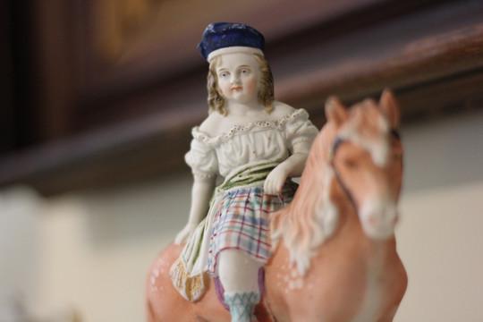 B figurine.JPG