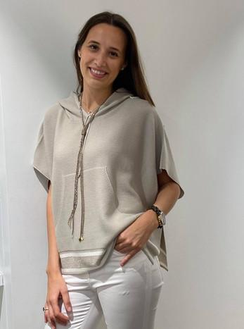 designermode lente en zomer 2021 beige shirt